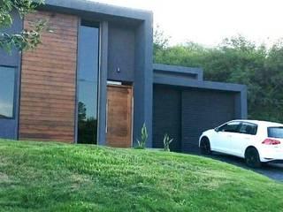 Casa Escalera: Casas unifamiliares de estilo  por Arquitectura 2046