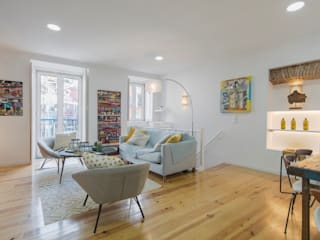 APARTAMENTO EM LISBOA (ALFAMA): Salas de estar  por Click Inside - Real Estate Photography