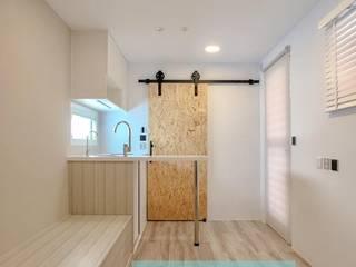 全新20呎定制型貨櫃套房:  臥室 by 一龍貨櫃宅設計工程(貨櫃屋)