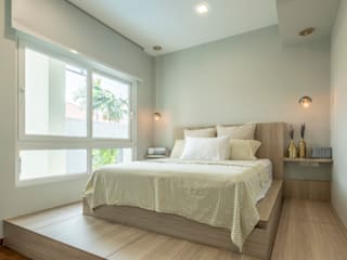 Small bedroom by VOILÀ Pte Ltd