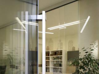 Progetto di uno Studio Immobiliare a Roma Pamela Tranquilli Negozi & Locali commerciali in stile minimalista
