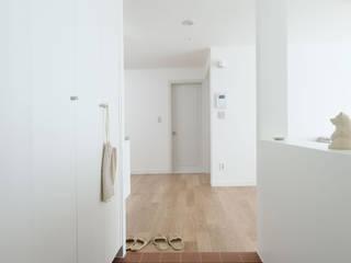 분당구 청솔마을 24평 아파트: 그레이도트의  복도 & 현관
