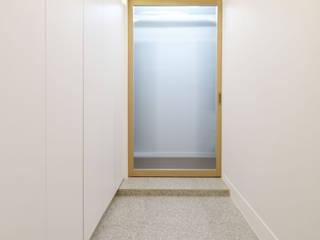 분당구 봇들마을 32평 아파트 : 그레이도트의  복도 & 현관