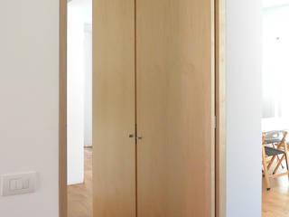 Casa unifamiliare FM Ingresso, Corridoio & Scale in stile scandinavo di studiovert Scandinavo