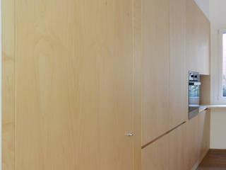 Casa unifamiliare FM Cucina in stile scandinavo di studiovert Scandinavo