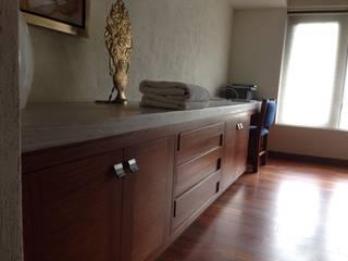 Kleines Schlafzimmer von La ChaPa, Modern Holz Holznachbildung