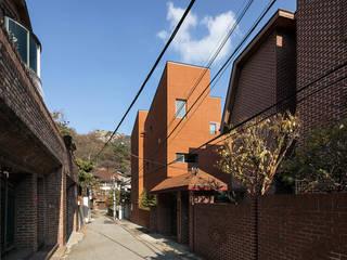 구기동 3대가 사는 집 모던스타일 주택 by 서가 건축사사무소 모던