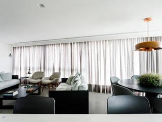 Salas / recibidores de estilo  por 0E1 Arquitetos, Minimalista