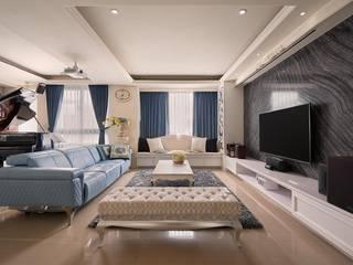 琴音繞樑~ 舊藏新裝~ 新古典的新風情 :  客廳 by 趙玲室內設計