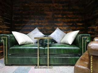 CHESTERFIELD SOFA SET :  Walls by Hanumant Developers