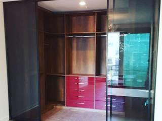 TUNA RAY DOLAP – Giyinme Odası: modern tarz , Modern