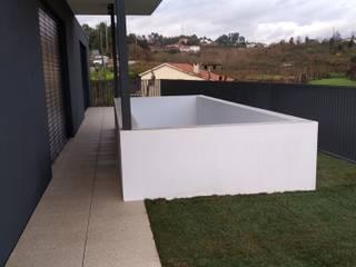 Moradias da Vila: Jardins de fachada  por PERCENTAGEM PLURAL
