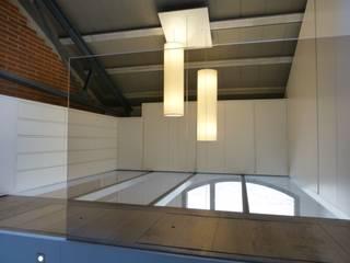 Loft Sucre F4: Vestidores de estilo  de ESTUDIO DE CREACIÓN JOSEP CANO, S.L.,