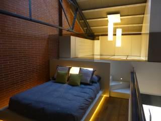 Loft Sucre F4: Dormitorios de estilo  de ESTUDIO DE CREACIÓN JOSEP CANO, S.L.,