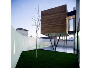 Vivienda y jardín Casa Zafiro. de Waterscales Moderno