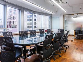 Oficinas y Tiendas de estilo  de M2A Design, Moderno