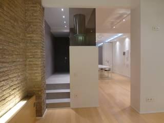 Loft Rosselló: Salones de estilo  de ESTUDIO DE CREACIÓN JOSEP CANO, S.L.,