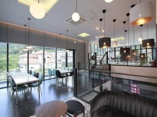 랑스카페-3 (2층내부): IDA - 아이엘아이 디자인 아틀리에의 현대 ,모던