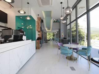 랑스카페-2 (1층내부): IDA - 아이엘아이 디자인 아틀리에의 현대 ,모던