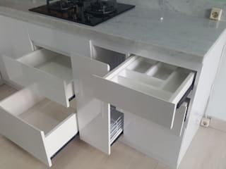 Kitchen Set - White (Apartment) Oleh Tatami design Minimalis