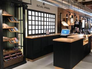 SCALPERS TARRAGONA: Oficinas y Tiendas de estilo  de 022 estudio, Industrial