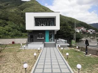 랑스카페-1 (외관): IDA - 아이엘아이 디자인 아틀리에의 현대 ,모던