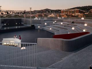 La Nube del Palacio. Balcones y terrazas de estilo moderno de Waterscales Moderno