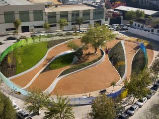 Jardín Plaza Eras de Cristo de Waterscales Moderno