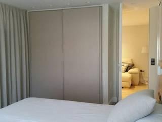 Proyecto de reforma y decoración de interiores de un piso por QUMestudio: Dormitorios de estilo  de Qum estudio