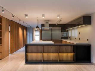 modern  by Sobrado + Ugalde Arquitectos, Modern
