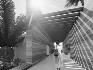 empresas de arquitectura y diseño en bogota: Centros comerciales de estilo  por Quinta Fachada Studio  ¡Tú lo sueñas y nosotros lo proyectamos!