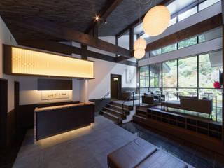 露天風呂のある温泉宿 アジア風ホテル の 株式会社KADO一級建築士事務所 和風