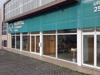 MIA arquitetos Ospedali in stile minimalista Metallo Verde
