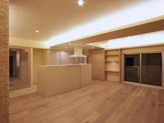 目黒 マンションリノベーション: ミナトデザイン1級建築士事務所が手掛けたリビングです。,モダン