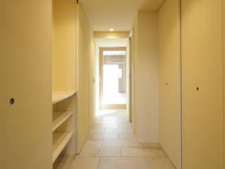 目黒 マンションリノベーション: ミナトデザイン1級建築士事務所が手掛けた廊下 & 玄関です。,モダン