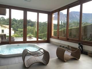 Baignoires à remous de style  par Carlos Eduardo de Lacerda Arquitetura e Planejamento , Minimaliste