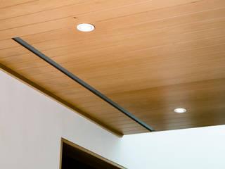 Duela en techo Paredes y pisos de estilo minimalista de Lippe carpintería & ebanistería Minimalista