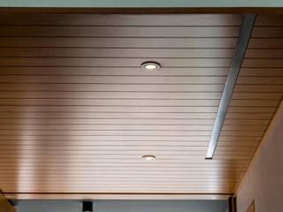 Duela en techo Paredes y pisos de estilo moderno de Lippe carpintería & ebanistería Moderno