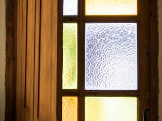 CASA GM: Puertas de estilo  por Eh! Arquitectura