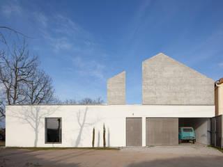 ByExtensive: Moradias  por DRK.Architects