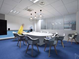 Salle de réunion: Bureaux de style  par Thierry Allard photographe