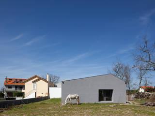 ByExtensive por DRK.Architects Moderno
