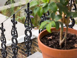 Metal Railings for London Home British Spirals & Castings Casas de estilo clásico