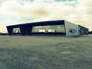 Distribuidor de combustibles YPF Estudios y oficinas modernos de Arq Jennifer Morant Moderno
