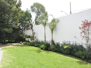 Jardín Santiago: Jardines en la fachada de estilo  por Jardin Urbano