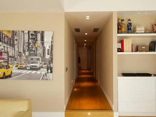 Casa GS 10 Ingresso, Corridoio & Scale in stile moderno di CalìArchitetti Moderno