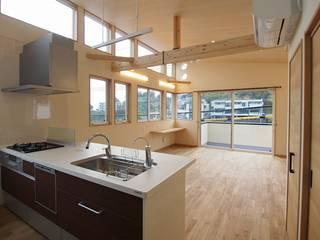 Hillside House オリジナルデザインの リビング の 徳永建築事務所 オリジナル