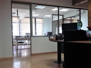AOG Estudios y despachos de estilo minimalista Madera Blanco