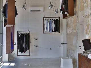 Oficinas y tiendas de estilo industrial de Soffici e Galgani Architetti Industrial