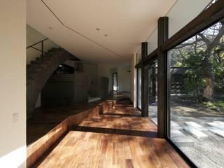 NiiH: キューボデザイン建築計画設計事務所が手掛けたリビングです。,